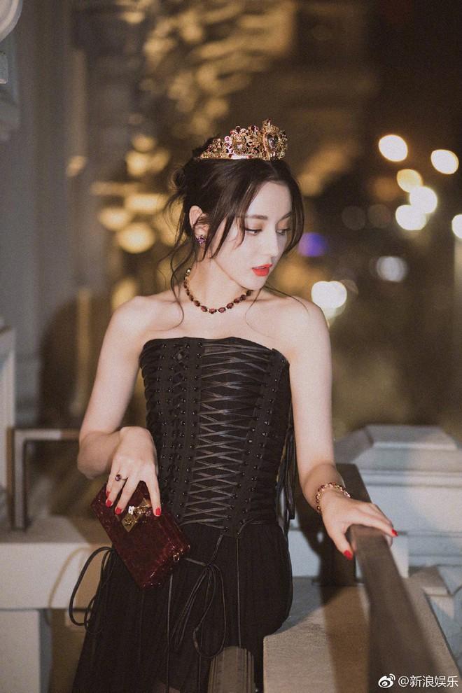 Idol gây sốt ở phố đi bộ Hà Nội đã thành mỹ nhân đình đám: Đẹp xuất sắc và na ná Địch Lệ Nhiệt Ba - Ảnh 13.