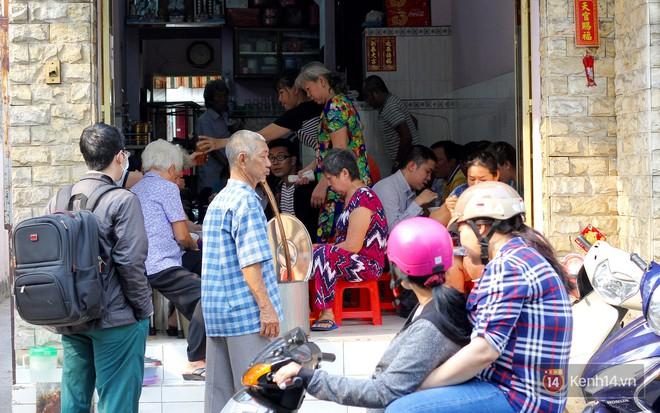 Đây đích thị là hàng bánh canh bán sướng nhất Sài Gòn: mỗi ngày chỉ cần bán 1 tiếng là hết sạch - Ảnh 1.