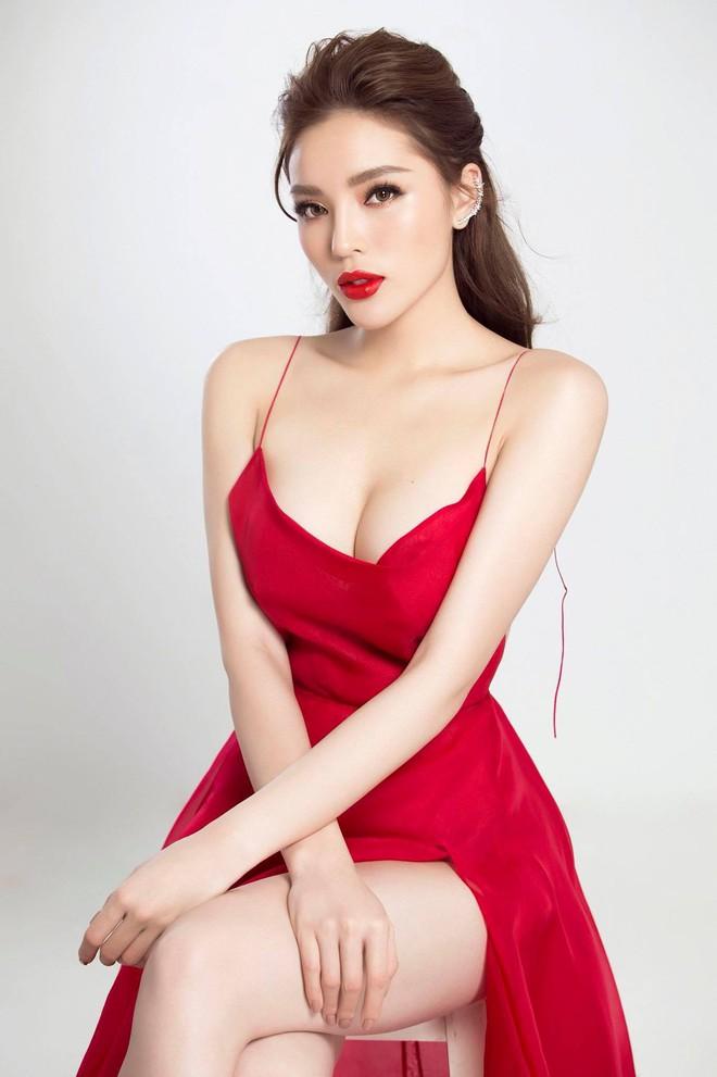 Hoa hậu Kỳ Duyên nâng ngực nóng bỏng đốt mắt trong bộ váy trễ nải 3