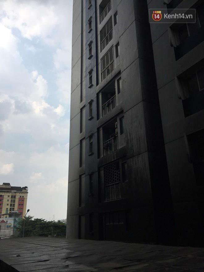 Khung cảnh ám ảnh trong chung cư Carina 3 ngày sau vụ cháy khiến 13 người thiệt mạng - Ảnh 3.