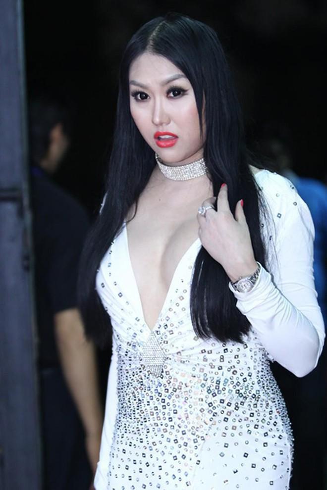 """Ai rồi cũng lớn: Từng mỹ nhân Showbiz lần lượt thi nhau có ngực khủng, """"màn hình phẳng"""" đang trở thành của hiếm! - Ảnh 10."""