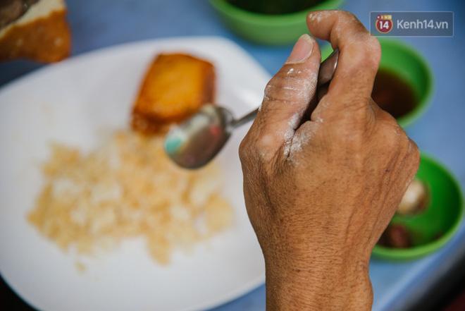 """Cô bán cơm dễ thương hết sức ở Sài Gòn: """"10 ngàn cũng bán, khách nhiêu tiền cũng có cơm ăn"""" - Ảnh 6."""