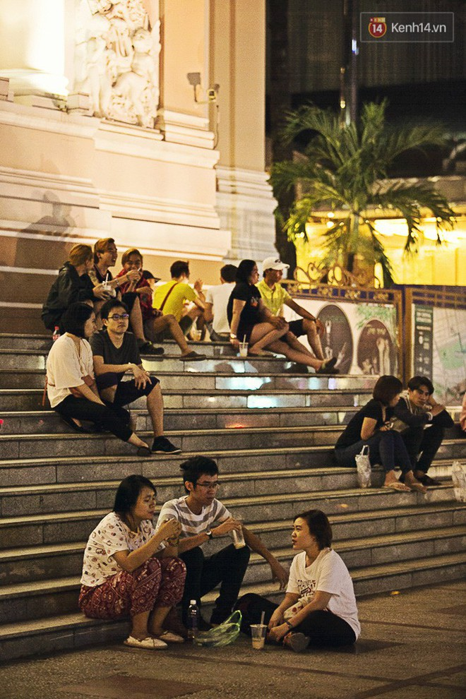 """Quán trà sữa """"huyền thoại"""" không bàn ghế, không biển hiệu nhưng ai cũng biết ở Sài Gòn - Ảnh 10."""