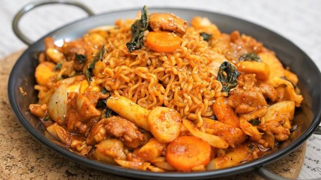 CNN công bố 10 điểm ăn ngon ở Hàn Quốc mà bất cứ du khách nào cũng không nên bỏ qua - Ảnh 3.