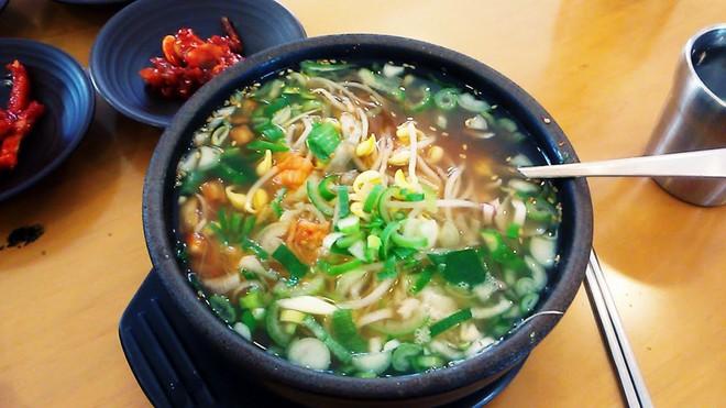 CNN công bố 10 điểm ăn ngon ở Hàn Quốc mà bất cứ du khách nào cũng không nên bỏ qua - Ảnh 17.