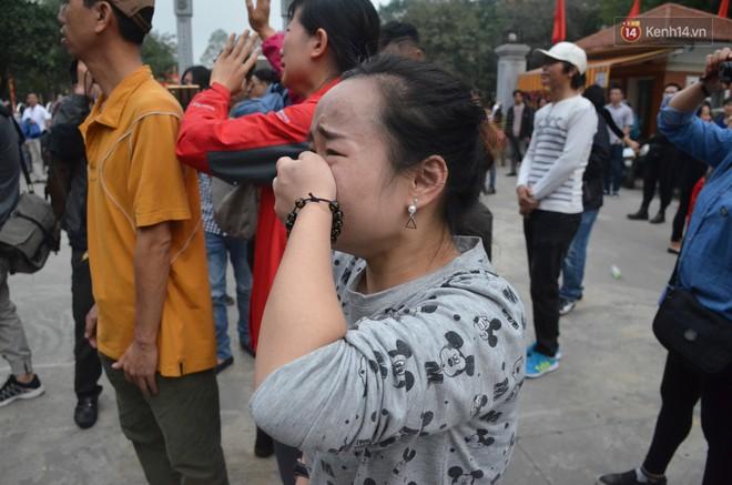 Chùm ảnh: Những giọt nước mắt bịn rịn của người thân ngày tiễn tân binh lên đường nhập ngũ - Ảnh 5.