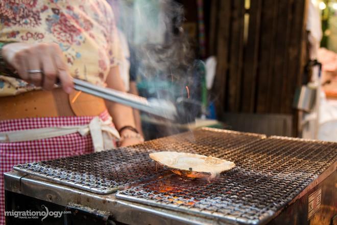 Đa dạng ẩm thực khu chợ Kuromon Ichiba (Nhật Bản), món nào lỡ nhìn thấy cũng phải nghiện ngay - Ảnh 2.