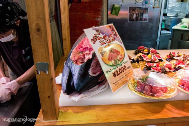 Đa dạng ẩm thực khu chợ Kuromon Ichiba (Nhật Bản), món nào lỡ nhìn thấy cũng phải nghiện ngay - Ảnh 3.