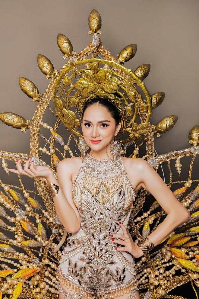 Uống nước cầm hơi, Hương Giang xuất sắc đăng quang Hoa hậu Chuyển giới Quốc tế 2018 1