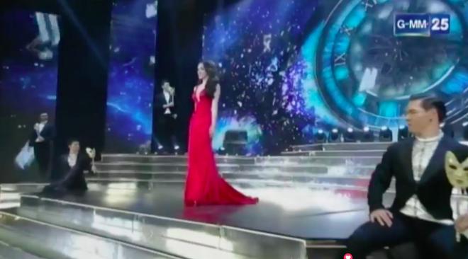 Hương Giang xuất hiện ở phần thi Trang phục dạ hội