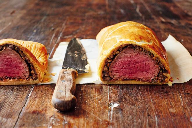 """Bò Wellington: món ăn """"quý tộc"""" luôn có mặt trong các bữa tiệc sang trọng ở Châu Âu - Ảnh 7."""