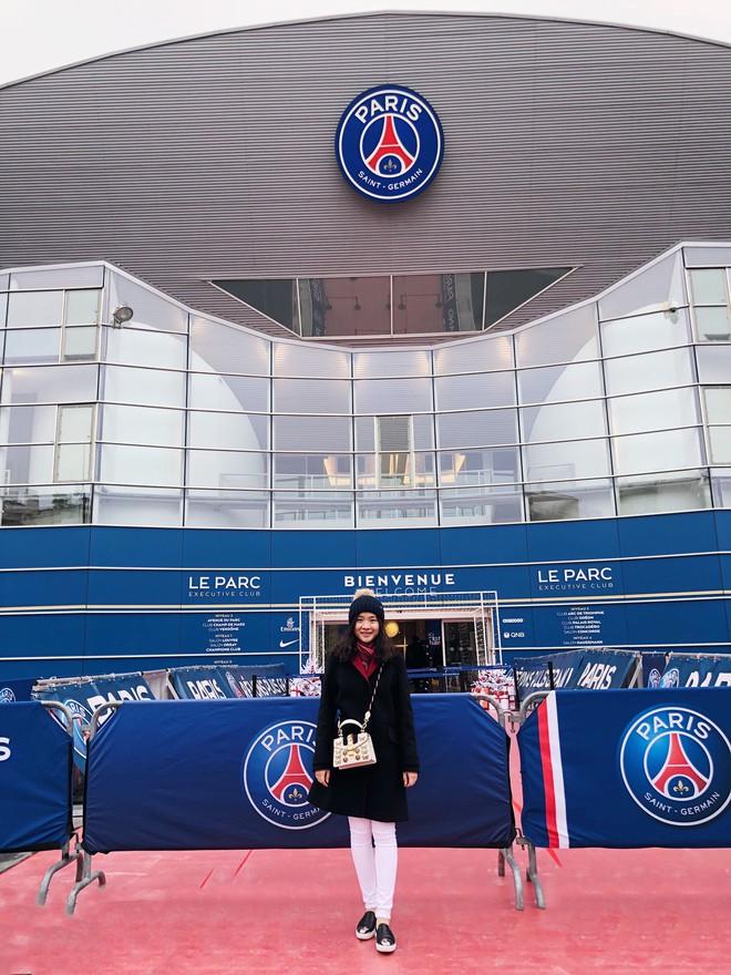 Fan nữ Việt xinh xắn dành cả thanh xuân để đi hết 14 sân vận động nổi tiếng ở châu Âu - Ảnh 8.