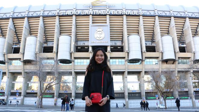 Fan nữ Việt xinh xắn dành cả thanh xuân để đi hết 14 sân vận động nổi tiếng ở châu Âu - Ảnh 7.