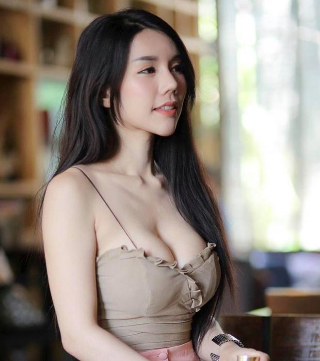 """Ăn mặc nóng bỏng bán bánh ngoài phố, cô gái Thái Lan không bị """"ném đá"""" mà còn được khen ngợi vì quá xinh đẹp - Ảnh 4."""