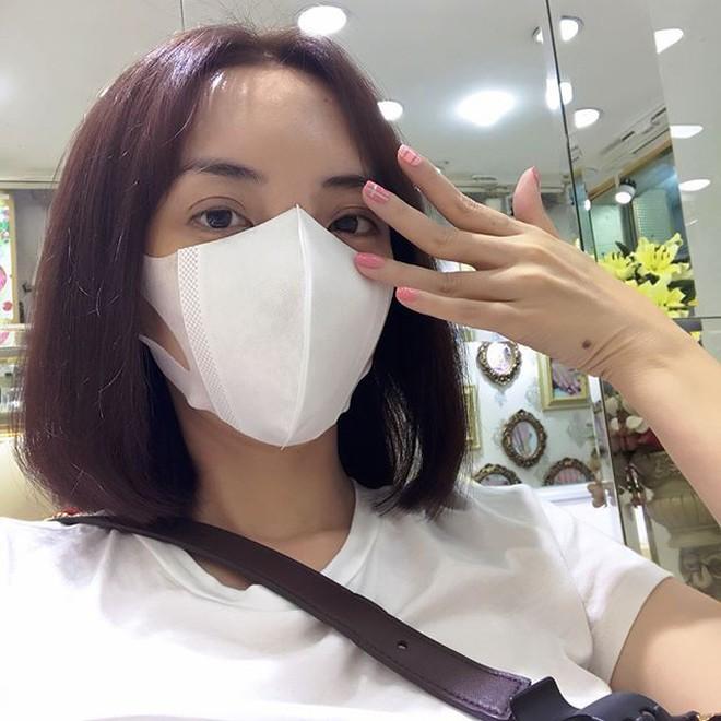 """Sau chuyến đi Hàn, gương mặt của """"Hoa hậu hài"""" Thu Trang ngày càng lạ lẫm? - Ảnh 1."""