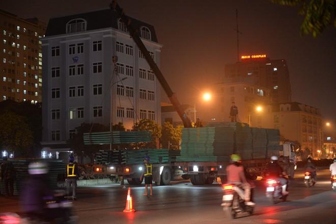 Hà Nội: Bắt đầu rào đường Trường Chinh phục vụ thi công đường vành đai 2 - Ảnh 1.