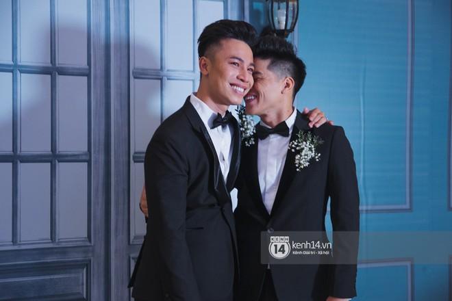 Nước mắt đã rơi trong đám cưới John Huy Trần và bạn trai, nhưng mở ra những ngày tháng hạnh phúc sau 9 năm yêu bền bỉ - Ảnh 8.
