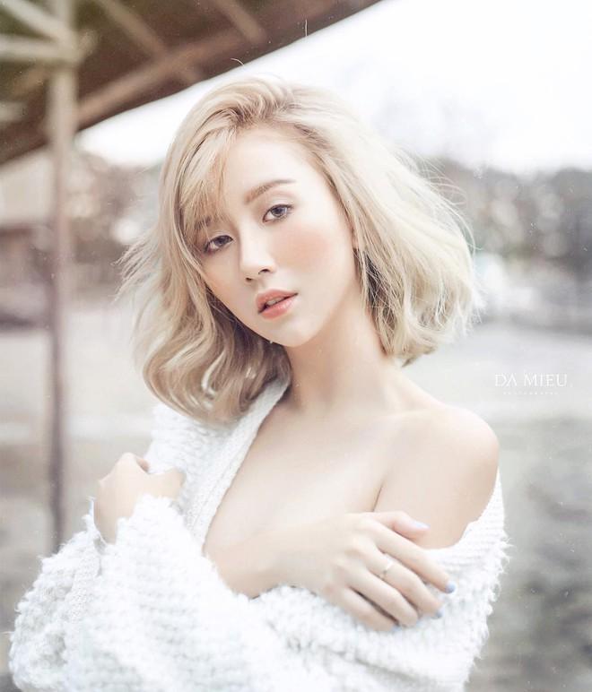 """Quỳnh Anh Shyn vừa nhuộm tóc vàng hoe trông đã """"tây"""" lại còn sexy hơn hẳn - Ảnh 3."""