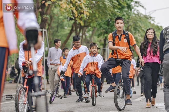 """Một người cha Hà Nội viết nên cổ tích cho con trai tự kỷ thoát """"án chung thân"""", trở thành kỷ lục gia xiếc nhí Việt Nam - Ảnh 16."""