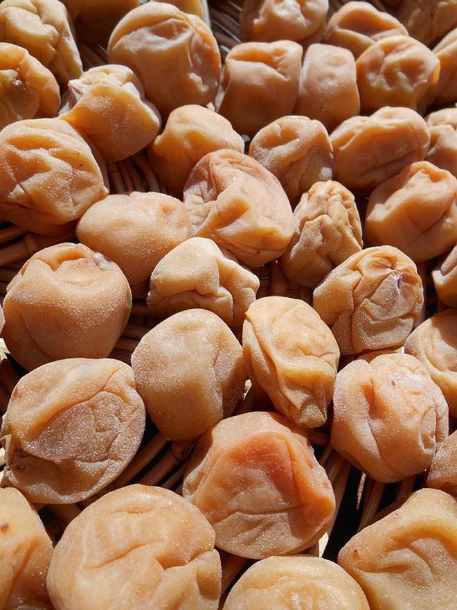 Mơ muối Umeboshi - một nét chấm phá độc đáo trong suốt chiều dài lịch sử ẩm thực Nhật Bản - Ảnh 2.