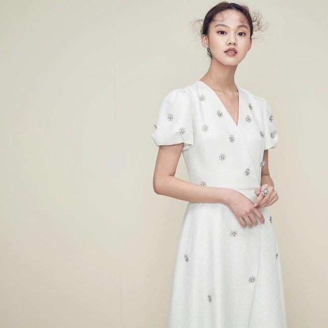 Hòa Minzy xinh lên là vì nhan sắc trời cho hay là do mặc váy giống váy cưới Song Hye Kyo đến 90%? - Ảnh 4.