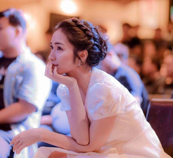 Hòa Minzy xinh lên là vì nhan sắc trời cho hay là do mặc váy giống váy cưới Song Hye Kyo đến 90%? - Ảnh 1.