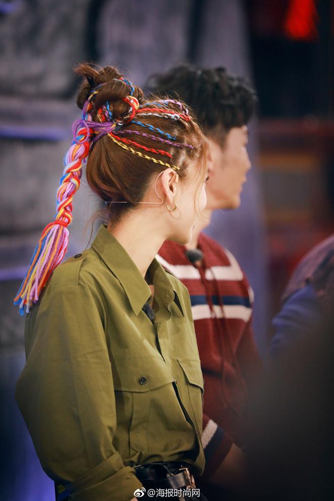 Đẹp hết phần thiên hạ, Angela Baby để tóc tết choé lóe cùng áo phông thôi cũng khiến dân tình trầm trồ - Ảnh 3.