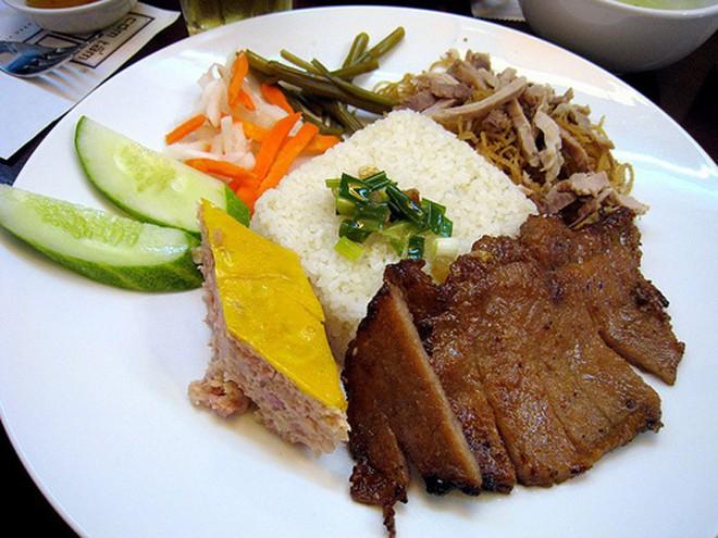 Hít hà mùi thơm hấp dẫn của những quán cơm tấm lâu đời ở Sài Gòn - Ảnh 2.