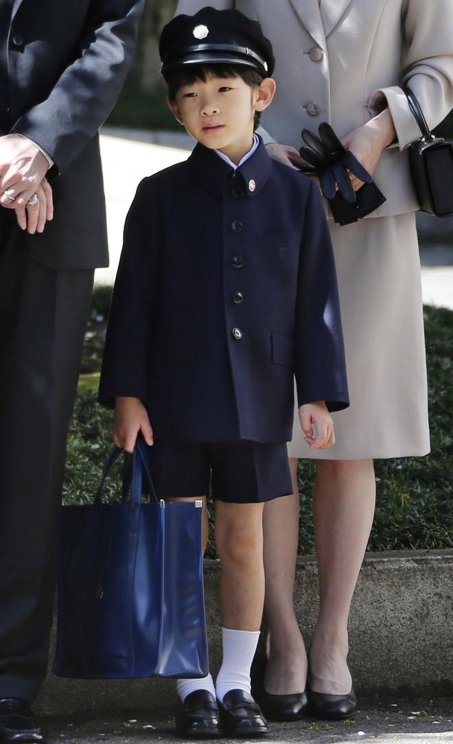 Không chỉ Hoàng gia Anh, còn rất nhiều tiểu Hoàng tử và Công chúa trên thế giới khiến ai cũng xuýt xoa vì dễ thương - Ảnh 6.