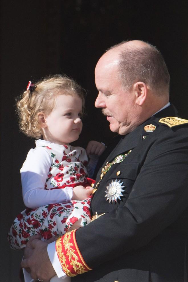 Không chỉ Hoàng gia Anh, còn rất nhiều tiểu Hoàng tử và Công chúa trên thế giới khiến ai cũng xuýt xoa vì dễ thương - Ảnh 8.