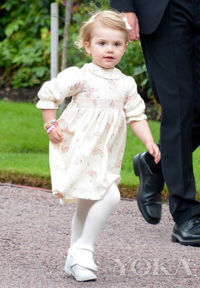 Không chỉ Hoàng gia Anh, còn rất nhiều tiểu Hoàng tử và Công chúa trên thế giới khiến ai cũng xuýt xoa vì dễ thương - Ảnh 2.