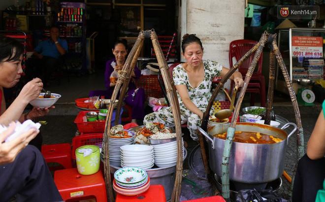 Điểm mặt những hàng bánh canh cua không bao giờ vắng khách tại Sài Gòn - Ảnh 6.