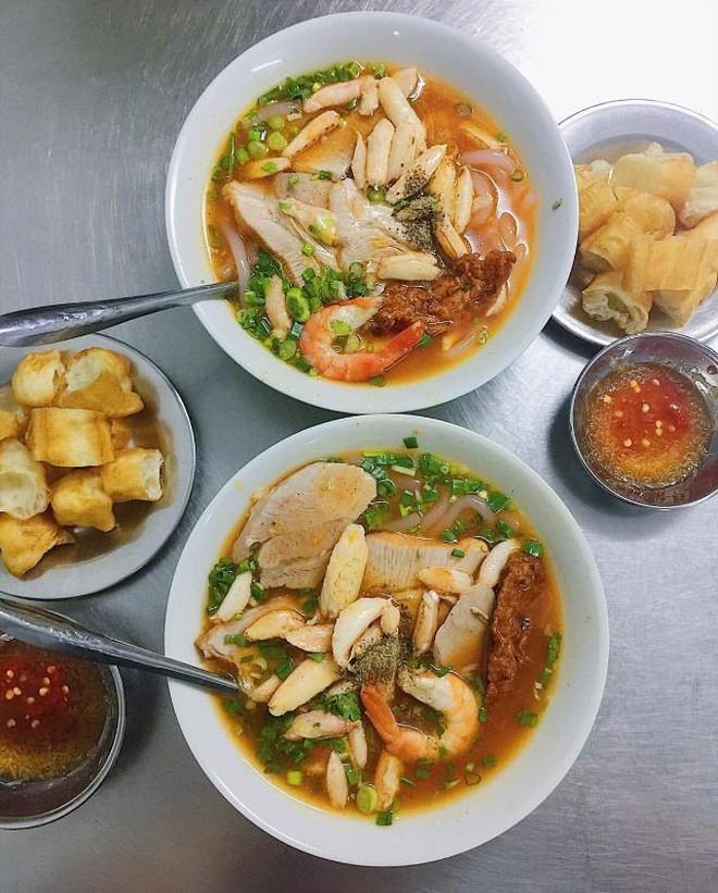 Điểm mặt những hàng bánh canh cua không bao giờ vắng khách tại Sài Gòn - Ảnh 2.