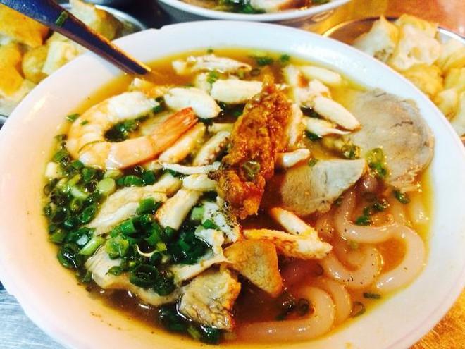 Điểm mặt những hàng <strong>bánh canh cua</strong> không bao giờ vắng khách tại Sài Gòn - Ảnh 3.