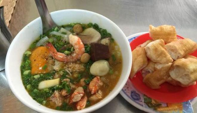 Điểm mặt những hàng <strong>bánh canh cua</strong> không bao giờ vắng khách tại Sài Gòn - Ảnh 17.