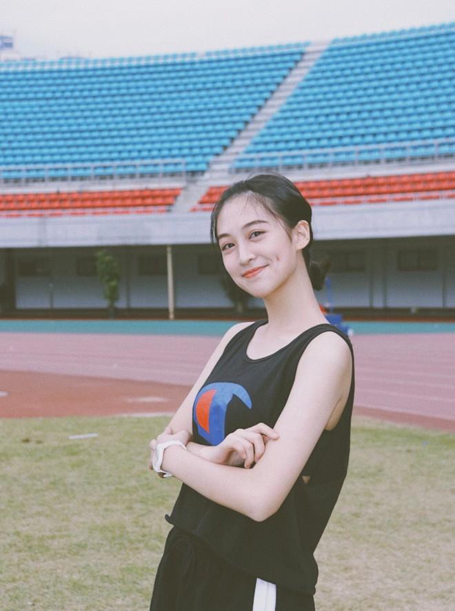 """Cô bạn Trung Quốc được mệnh danh """"hot girl má lúm"""" vì xinh như búp bê - Ảnh 2."""