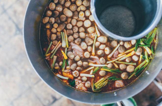 Quán ăn chính gốc Việt Nam hiếm hoi giữa lòng Hong Kong sẽ khiến bạn thích thú khi du lịch đến đây - Ảnh 4.