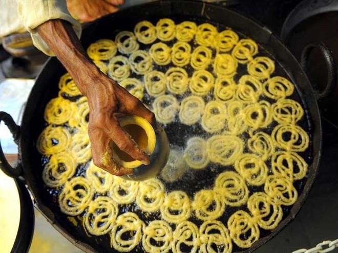 Dạo quanh đường phố Ấn Độ khám phá ra một loạt món ăn vô cùng hấp dẫn - Ảnh 2.