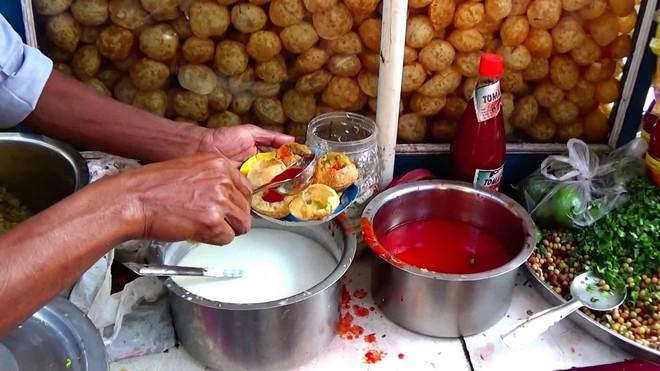 Dạo quanh đường phố Ấn Độ khám phá ra một loạt món ăn vô cùng hấp dẫn - Ảnh 1.