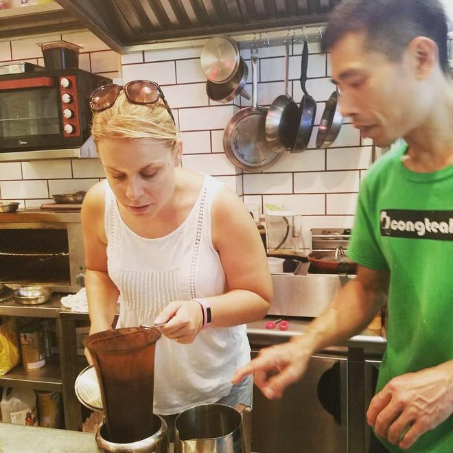 Đến Hồng Kông nhất định phải thử món trà tất da chân độc đáo - Ảnh 3.