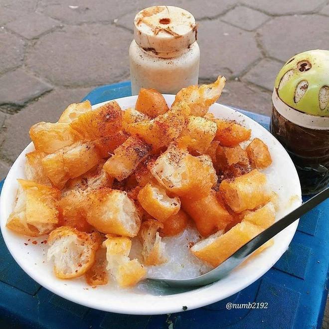 Ở Hà Nội, bạn có thể ăn cháo sườn... cả ngày vì khung giờ nào cũng có hàng bán - Ảnh 9.