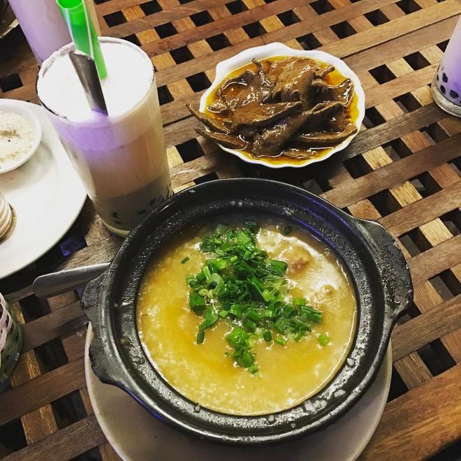 Ở Hà Nội, bạn có thể ăn cháo sườn... cả ngày vì khung giờ nào cũng có hàng bán - Ảnh 12.