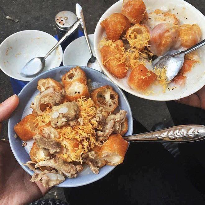 Ở Hà Nội, bạn có thể ăn cháo sườn... cả ngày vì khung giờ nào cũng có hàng bán - Ảnh 6.