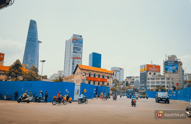 Vị trí chợ Bến Thành (trước công trường Quách Thị Trang cũ) mà chúng tôi đứng đặt app Vato.