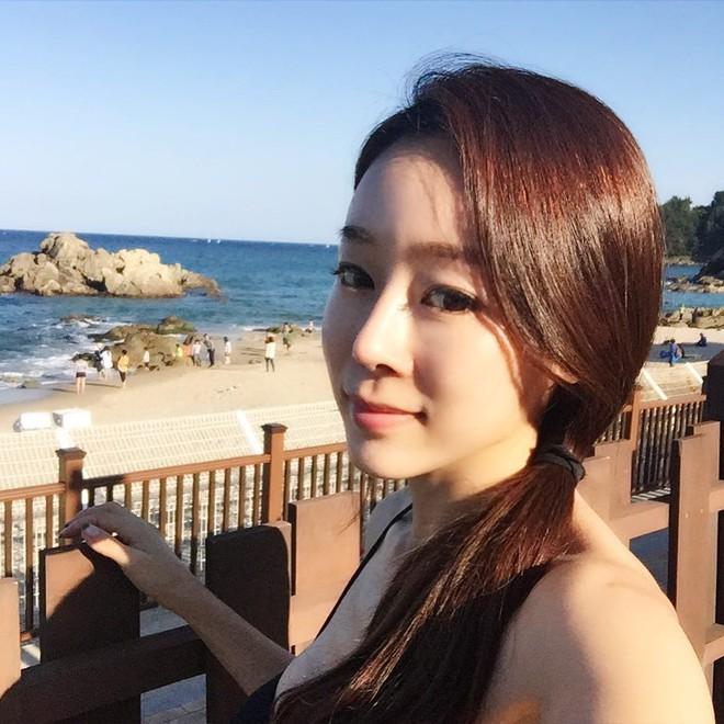 """Nhan sắc trẻ trung """"không đùa được"""" của bà mẹ 43 tuổi xứ Hàn khiến nhiều người tưởng mới đôi mươi - Ảnh 3."""