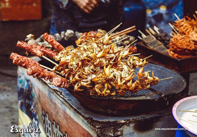 Đến Phượng Hoàng Cổ Trấn đừng chỉ mải mê chụp ảnh mà hãy thưởng thức trọn vẹn nền ẩm thực đặc sắc tại nơi đây - Ảnh 8.