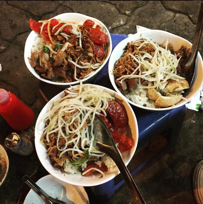 Nửa đêm bụng đói thì vẫn còn những hàng xôi đêm ở Hà Nội đủ để lấp đầy bao tử - Ảnh 10.