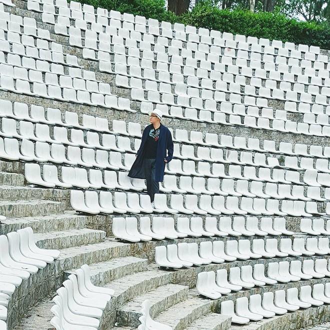 Giới trẻ xôn xao trước thông tin khu khán đài với dãy ghế trắng ở Nhà thiếu nhi Đà Lạt đã bị đóng cửa - Ảnh 4.