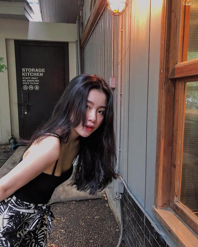Xinh như búp bê và có nụ cười tươi rói, cô bạn sinh năm 1998 này đang cực hot trên Instagram Việt Nam - Ảnh 1.