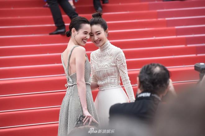 Thảm đỏ LHP Cannes ngày 2: Bồ cũ G-Dragon lộ vòng 1 lép kẹp, lu mờ trước sao nữ ngực khủng làm trò lố - Ảnh 10.